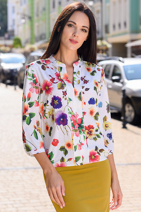 Блузка белая на резинке в маки. Деловая женская одежда