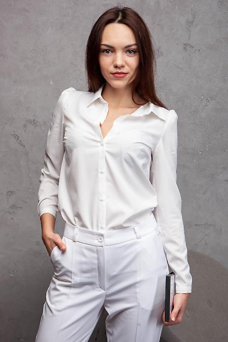 Блузка белая просторная. Деловая женская одежда фото