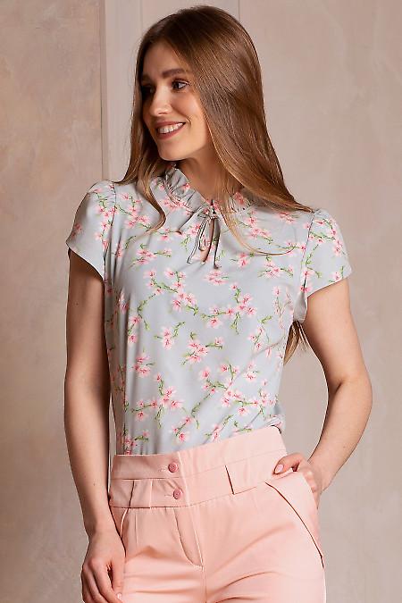 Блузка голубая в розовые цветы. Деловая женская одежда фото