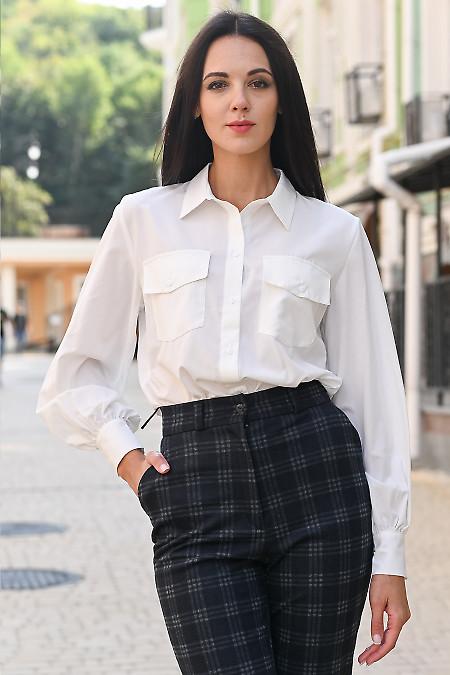 Блузка молочная с карманами. Деловая женская одежда