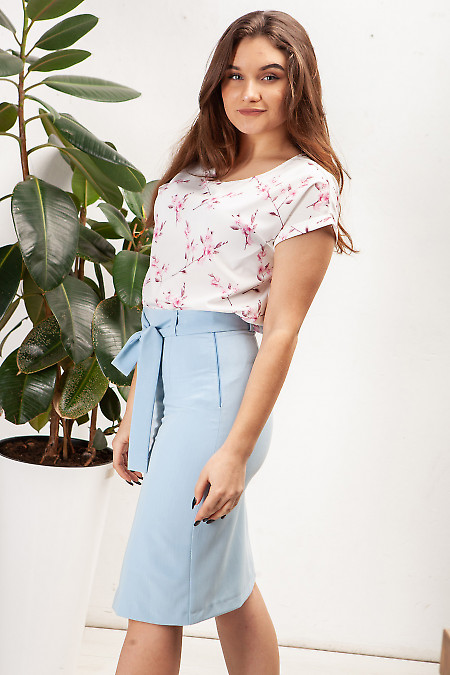 Блузка белая в малиновый цветочек. Деловая женская одежда фото