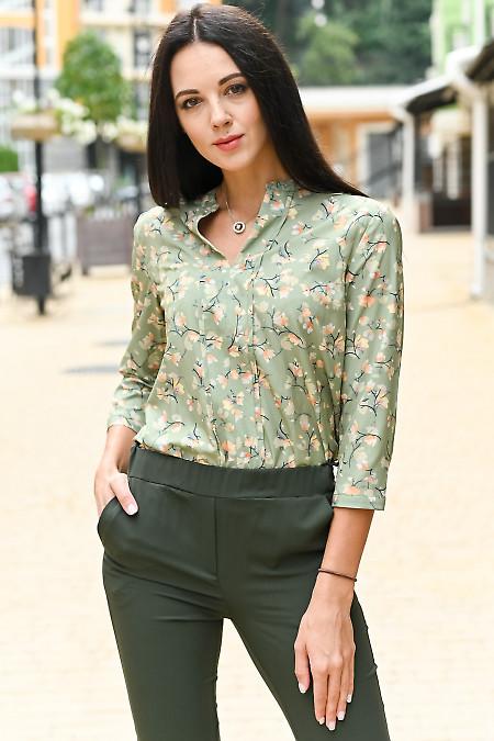 Блузка оливкова в квіти. Діловий жіночий одяг
