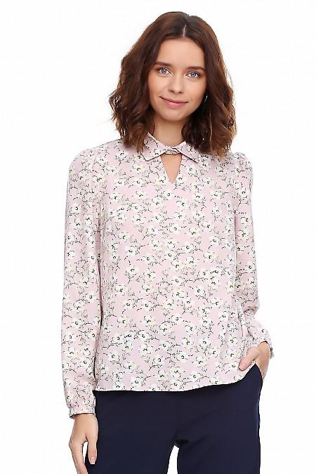 Блузка розовая в цветы с V вырезом. Деловая женская одежда