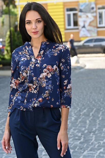 Блузка синяя с фиалковым принтом. Деловая одежда