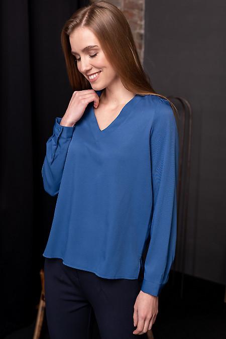 Синяя блуза с вырезом
