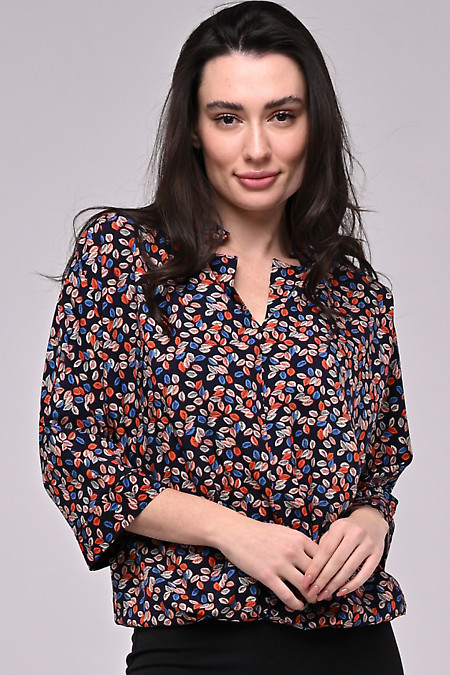 Блузка тёмная со складками и резинкой на поясе. Деловая