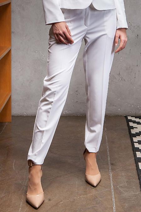Купить брюки белые летние с карманами. Деловая женская одежда фото