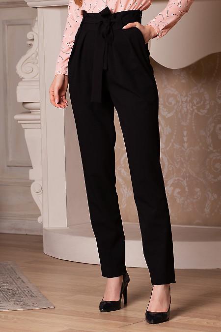 Брюки чёрные с поясом и защипами. Деловая женская одежда фото