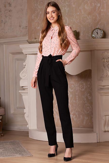 Купить брюки чёрные с поясом и защипами. Деловая женская одежда фото