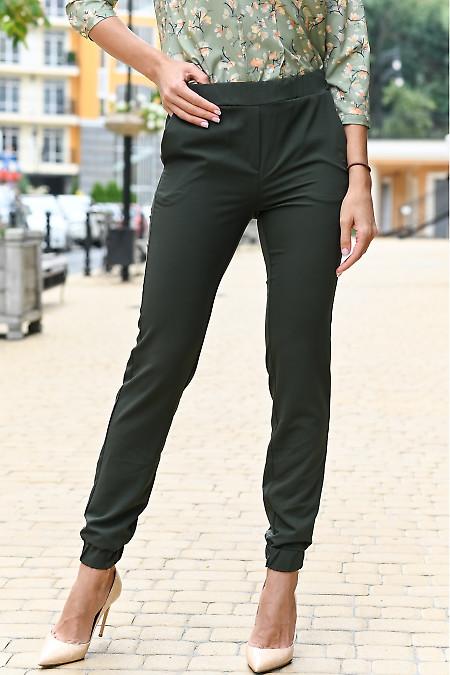 Брюки джоггеры зеленые женские. Деловая женская одежда