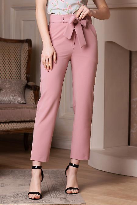 Брюки розовые короткие под пояс. Деловая женская одежда