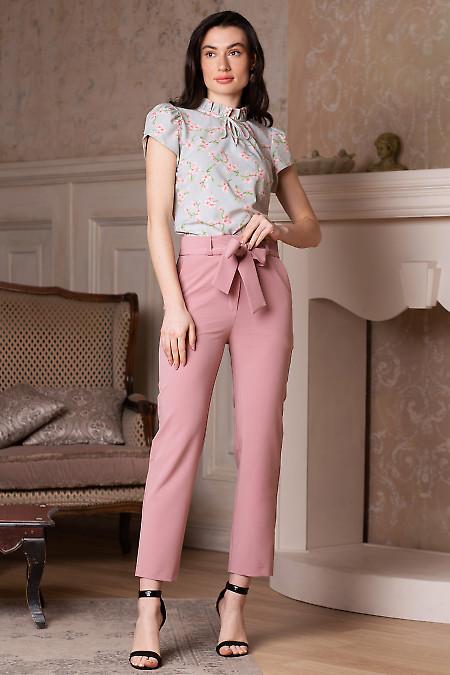 Купить брюки розовые короткие под пояс. Деловая женская одежда фото