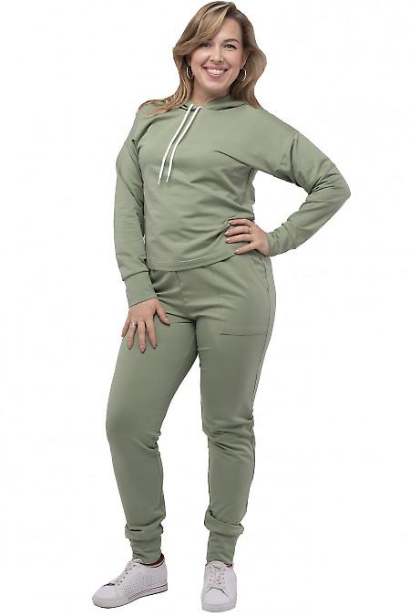 Оливковый спортивный костюм с капюшоном. Деловая одежда