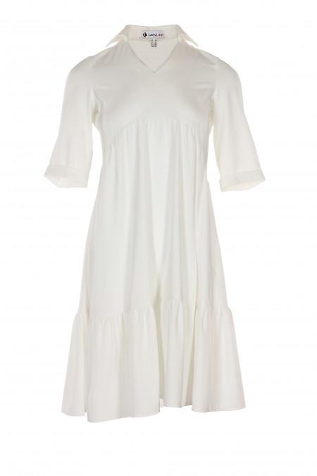 Платье белое с оборками. Деловая женская одежда фото