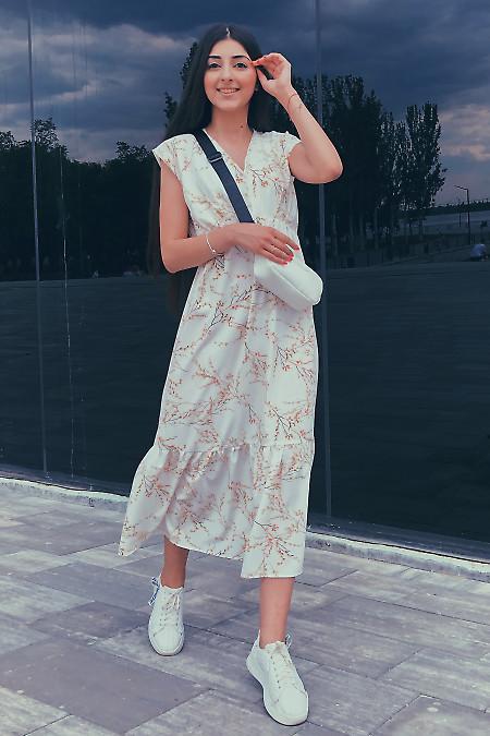 Платье белое с воланом. Деловая женская одежда фото