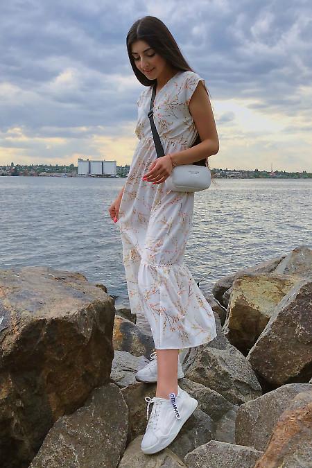 Купить платье белое с воланом. Деловая женская одежда фото