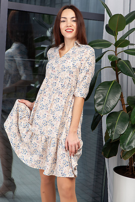 Платье бежевое с оборкой в мелкий цветок. Деловая одежда