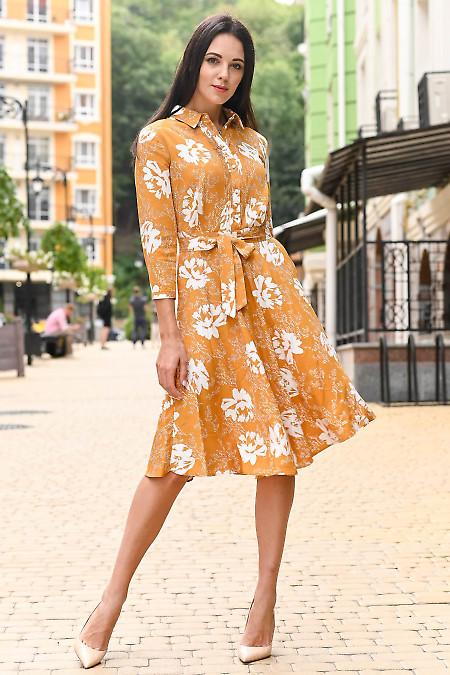 Платье горчичное в белые цветы. Деловая женская одежда фото