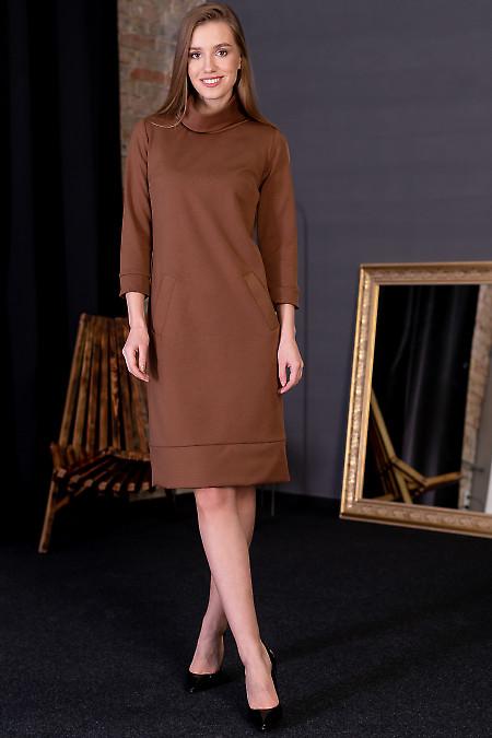 Платье коричневое с манжетой. Деловая женская одежда фото