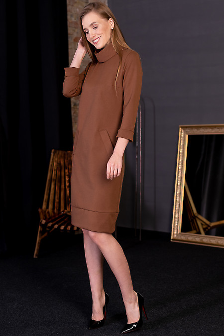 Платье коричневое прямого покроя