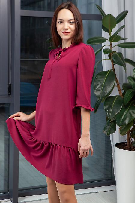 Купить платье нарядное малиновое с оборкой. Деловая женская одежда фото