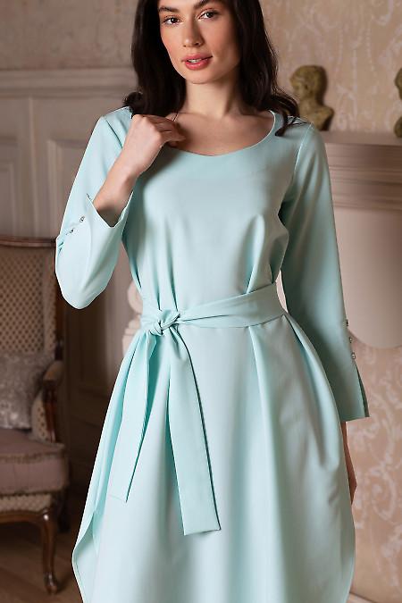 Купить платье просторное мятное с поясом. Деловая женская одежда фото