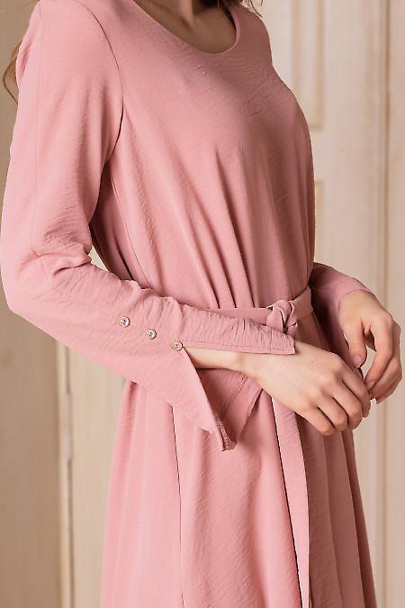 Розовое просторное платье с длинным рукавом