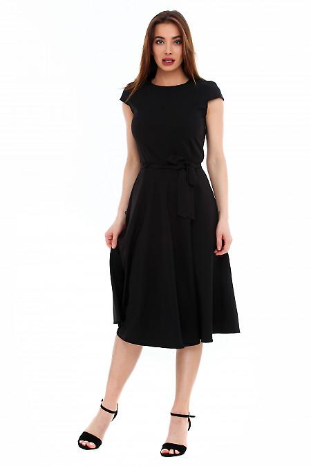 Платье пышное черное с поясом. Деловая женская одежда фото