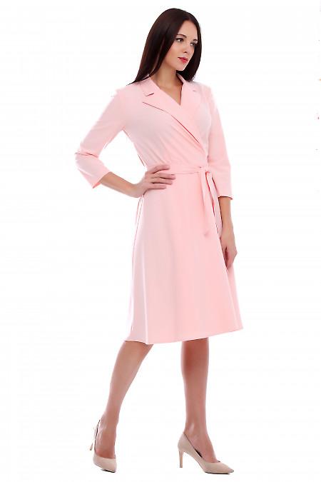 Купить платье розовое на запах с поясом. Деловая женская одежда фото