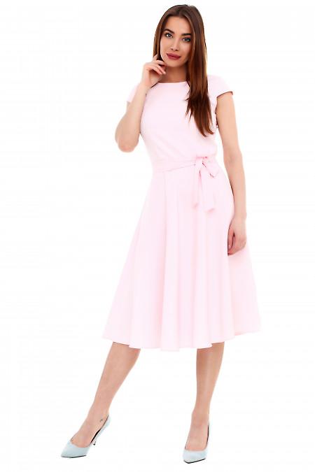 Купить платье розовое пышное с поясом. Деловая женская одежда фото