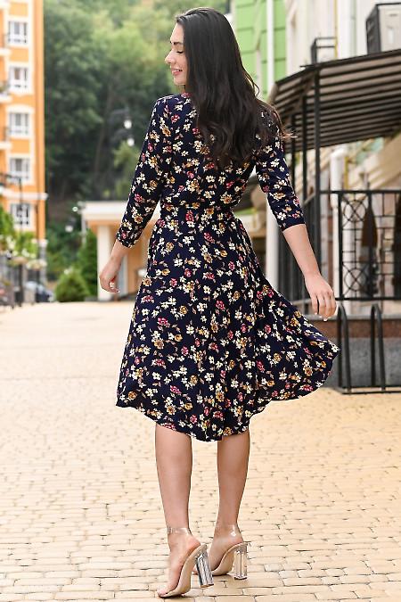 Женское платье в розы