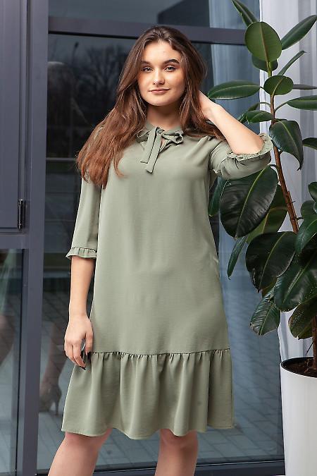 Платье серое с оборкой. Деловая женская одежда фото