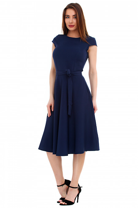 Купить платье темно-синее пышное с поясом. Деловая женская одежда фото