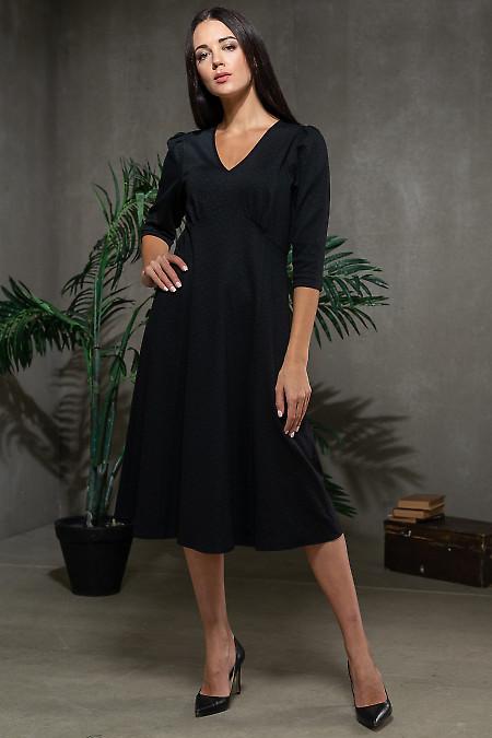 Черное платье в узор трикотажное фото
