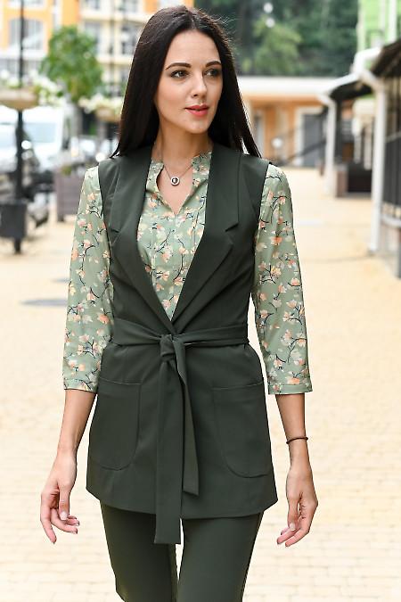Удлиненный зелёный жилет. Деловая женская одежда