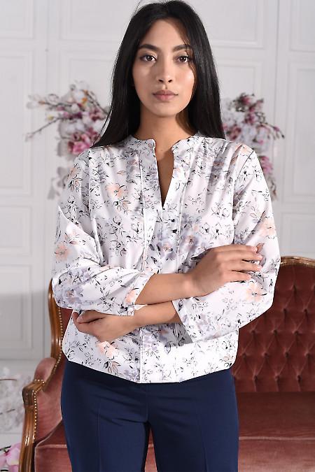 Блуза біла в ніжну квітку з V-подібним вирізом