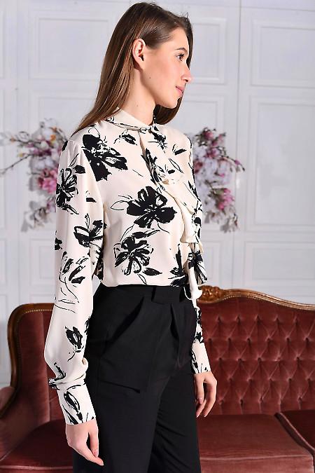 Шифонова молочна блуза в принт з жабо