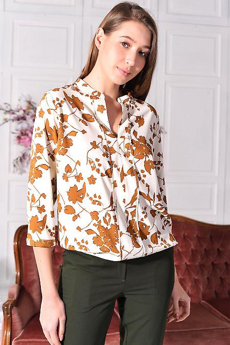 Блуза молочна у велику коричневу квітку. Діловий жіночий одяг