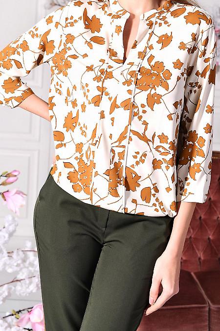 Молочна блуза в квіти із софту