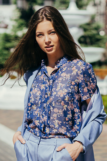 Стильная синяя шифоновая блузка. Деловая женская одежда фото