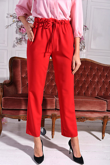 Брюки красные на резинке. Деловая женская одежда фото