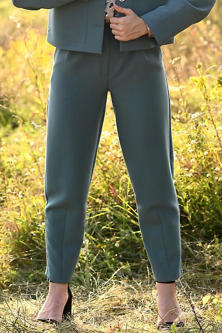 Купить женские зеленые утепленные брюки. Деловая женская одежда фото