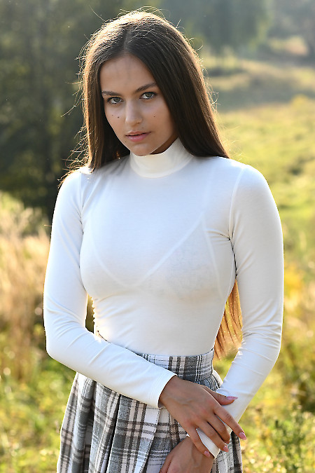 Гольф молочний тонкий трикотажний. Жіночий одяг