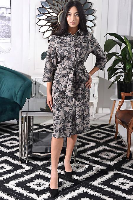Платье  с рельефами бежевое в серый узор. Деловая женская одежда