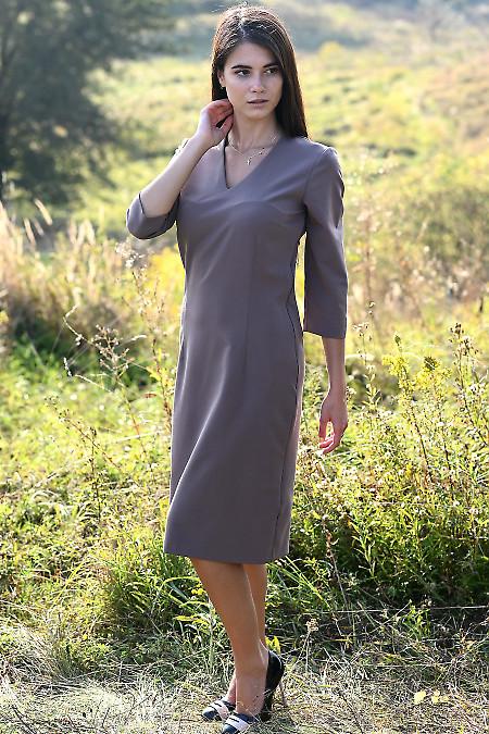 Сукня чохол темно-бежевого кольору з довгим рукавом. Діловий жіночий одяг