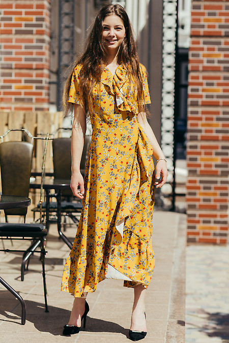 Горчичное платье в мелкий цветок. Деловая женская одежда фото