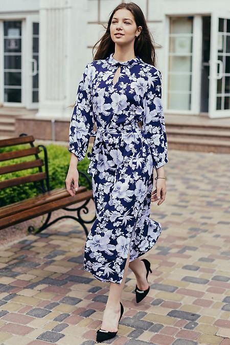Синее льняное платье с поясом. Деловая женская одежда фото