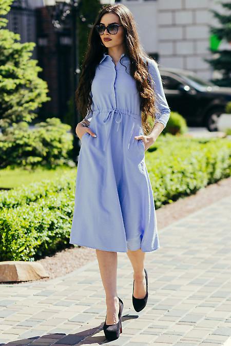 Голубое однотонное платье. Деловая женская одежда фото