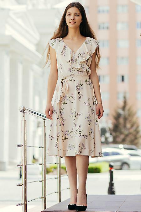 Легкое летнее платье нежно-розового цвета. Деловая женская одежда фото