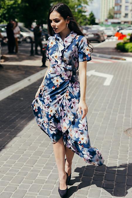 Летнее синее платье с воланом на запах. Деловая женская одежда фото